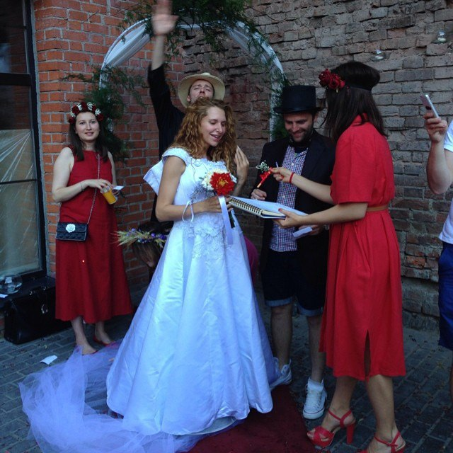 Пары, поженившиеся наStay Hungry Backyard. Изображение № 4.