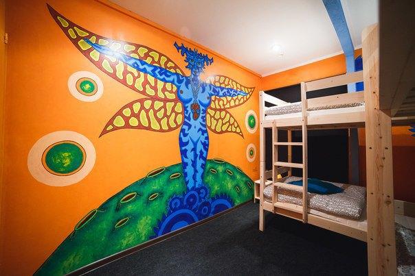 НаПетроградской открылся хостел срасписными комнатами. Изображение № 2.