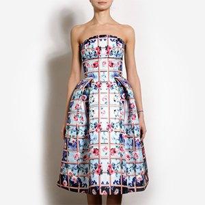 Что надеть: Свитер Raf Simons, винтажное платье Chanel иджинсы Levi's 501. Изображение № 1.