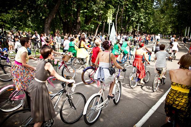 Люди в городе: Участницы парада «Леди на велосипеде». Изображение № 10.