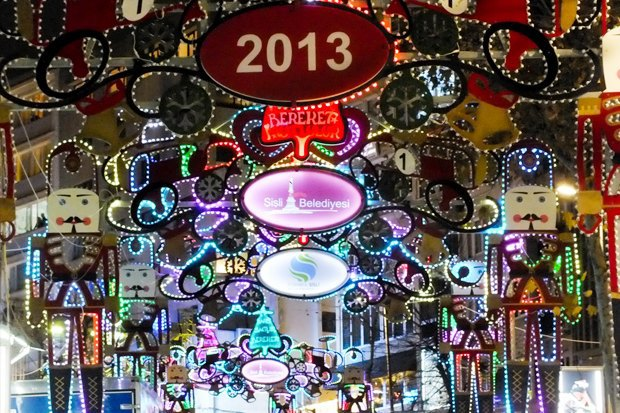 Как у них: Что делают в новогоднюю ночь жители Индонезии, Польши и Колумбии. Изображение № 18.