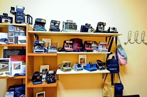 На «Чистых прудах» открылся магазин Polaroid. Изображение № 5.