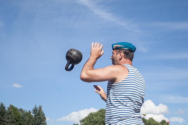 Фоторепортаж: День Воздушно-десантных войск в Петербурге. Изображение № 21.