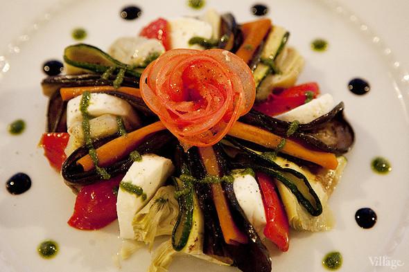 Салат с моцареллой и овощами гриль — 490 рублей. Изображение № 19.