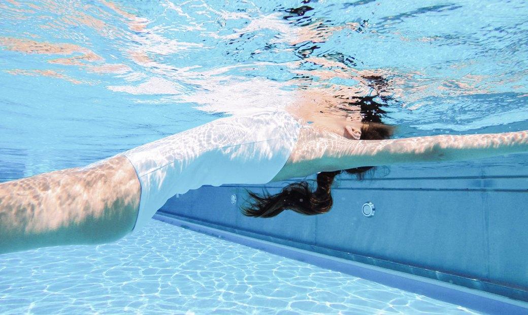 Слитные купальники для плавания и отдыха у бассейна. Изображение № 3.