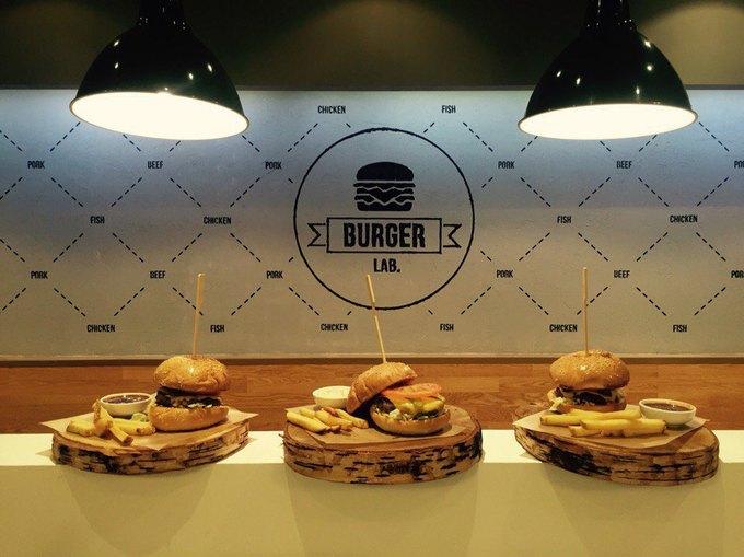 Наулице Пестеля открылась бургерная BurgerLab. Изображение № 1.