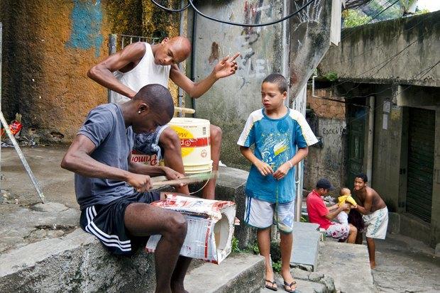 Странные танцы: Александра Петрачкова о новой форме протеста в Бразилии. Изображение № 1.