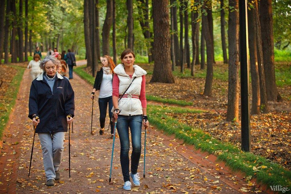 Люди в городе: Кто занимается скандинавской ходьбой. Изображение № 1.