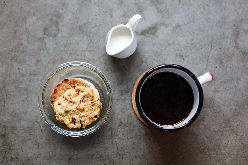 Фильтр-кофе – 150 рублей Печенье с белым шоколадом и клюквой – 100 рублей. Изображение № 11.