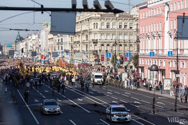 Фото дня: Крестный ход по Невскому проспекту. Изображение № 1.