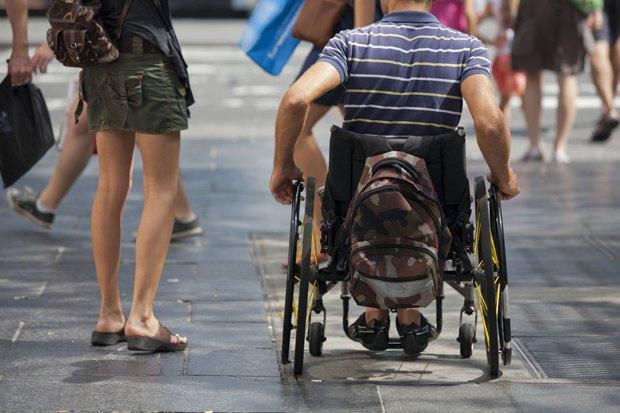 Инвалиды-колясочники—  ожизни вроссийских городах . Изображение № 5.