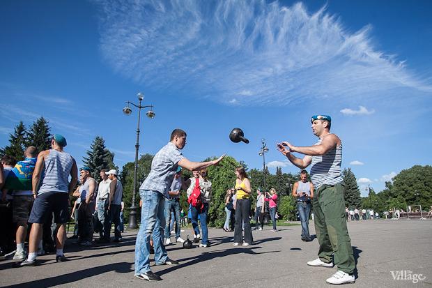 Фоторепортаж: День Воздушно-десантных войск в Петербурге. Изображение № 22.