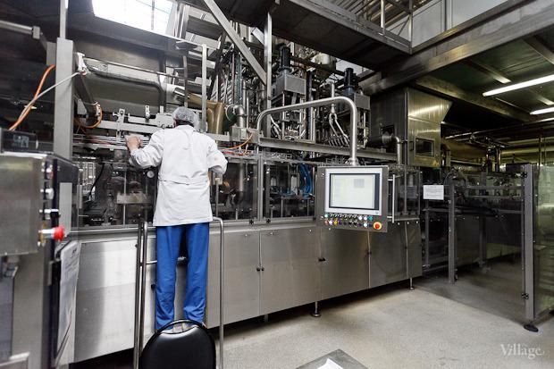 Фоторепортаж: Как делают йогурты на молочном заводе. Изображение № 50.