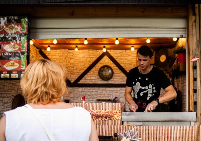 В «Сокольниках» открылось кафе уличной немецкой кухни Curry Wurst. Изображение № 1.