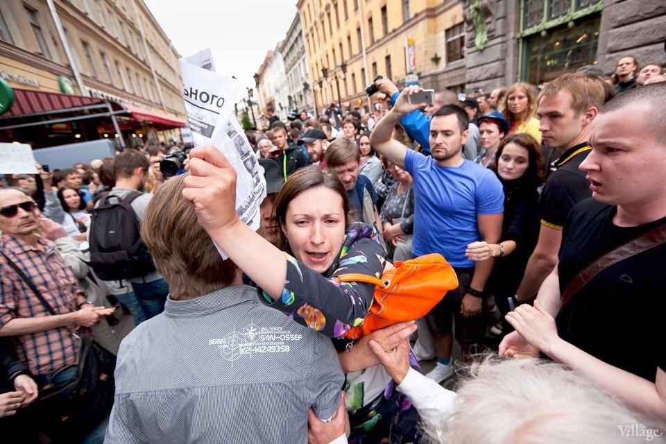 Фоторепортаж: «Народный сход» вподдержку Навального вПетербурге. Изображение № 20.