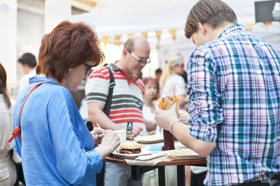 Между булок: 6 бургеров сфестиваля на Кузнецком Мосту. Изображение № 32.