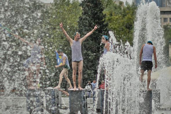 Фоторепортаж: День ВДВ в парке Горького. Изображение № 19.