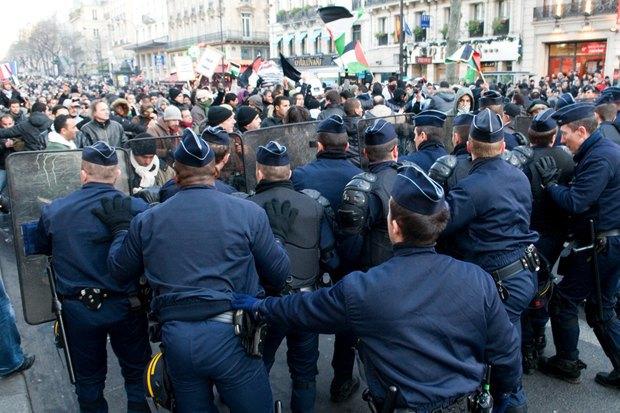Как у них: Чего требуют на митингах жители Афин, Минска, Тель-Авива и Гонконга. Изображение № 21.