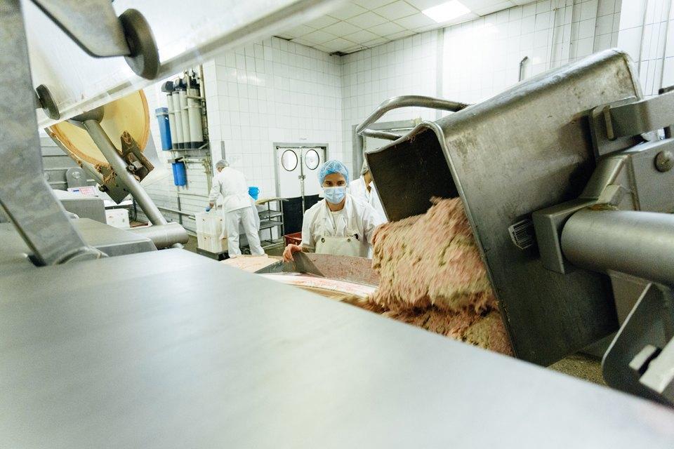 Как делают сосиски. Изображение № 6.