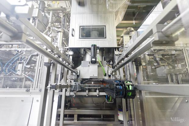 Фоторепортаж: Как делают йогурты на молочном заводе. Изображение № 42.