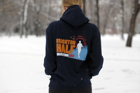 На Ане футболка Nike Training Club UK, толстовка Brighton Half Marathon и кроссовки Nike Lunarglide Shield. Аня бегает по Fryent Country Park и по Гайду-парку в Лондоне, а также по набережной Москвы-реки, в Кузьминском лесопарке и просто по улице в районе Марьино в Москве. . Изображение № 16.