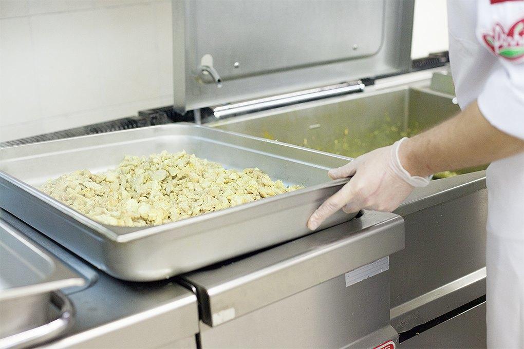 Производственный процесс: Как готовят кошерные обеды для авиапассажиров. Изображение № 7.