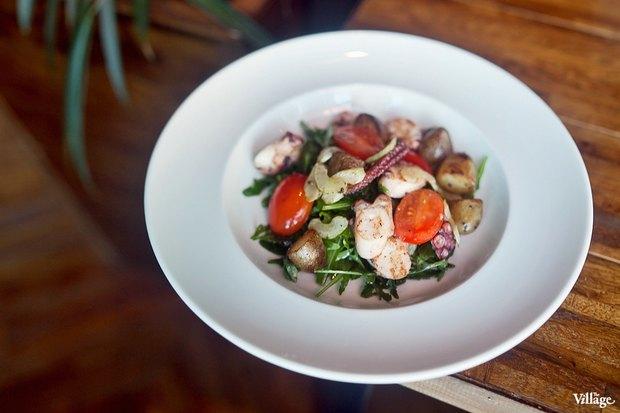 Теплый салат с осьминогом — 790 рублей. Изображение № 24.