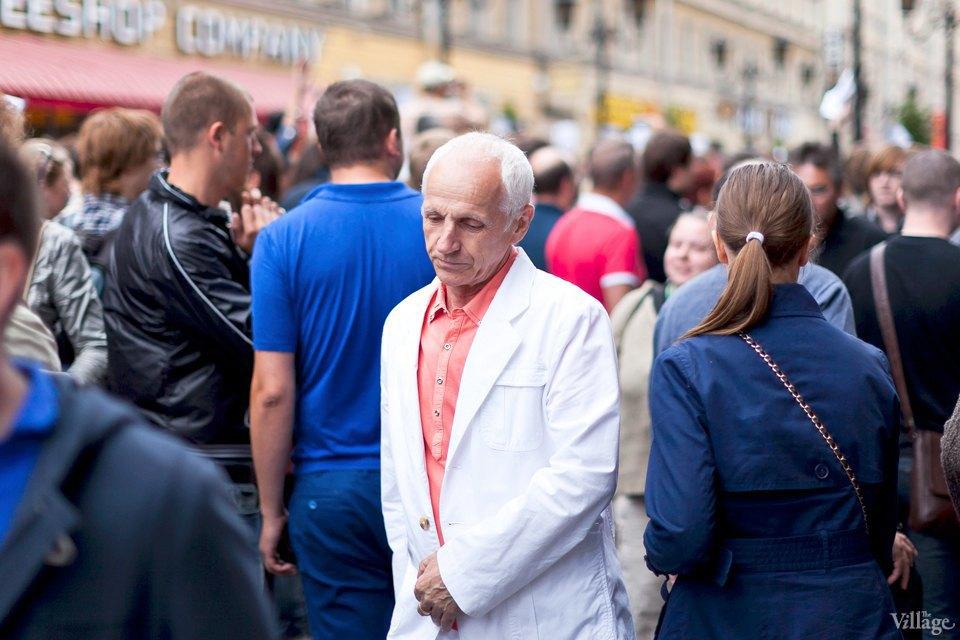 Фоторепортаж: «Народный сход» вподдержку Навального вПетербурге. Изображение № 25.