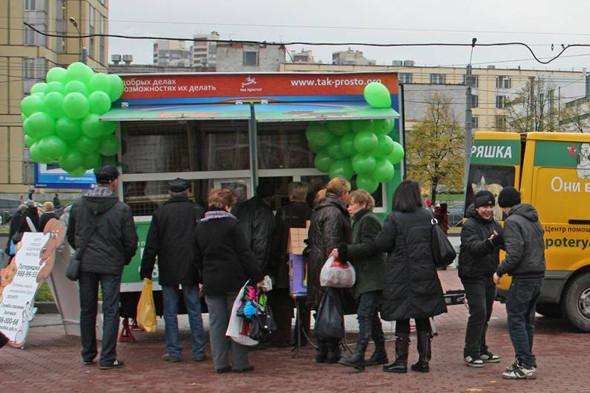 Передвижной фургон для раздачи бездомных животных ездит по Петербургу. Изображение № 4.