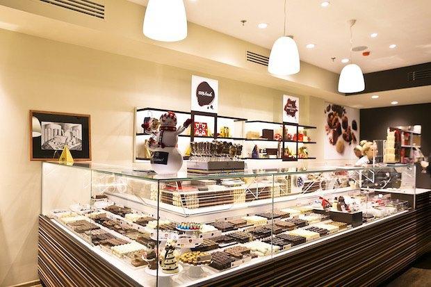 ВСтолешниковом переулке открылось первое вРоссии шоколадное кафе Leonidas. Изображение № 1.