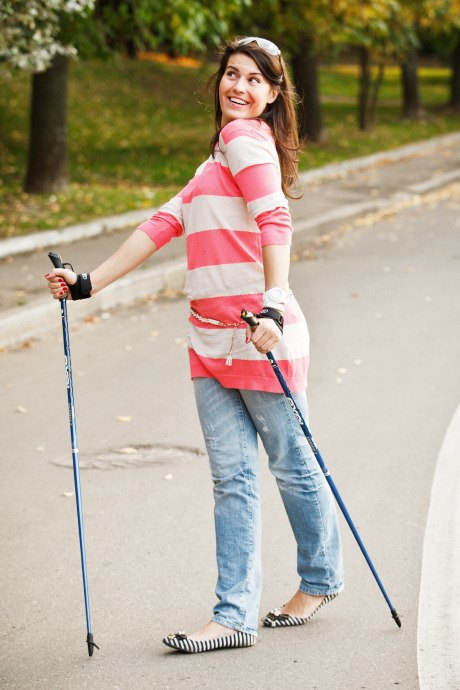 Люди в городе: Кто занимается скандинавской ходьбой. Изображение № 13.