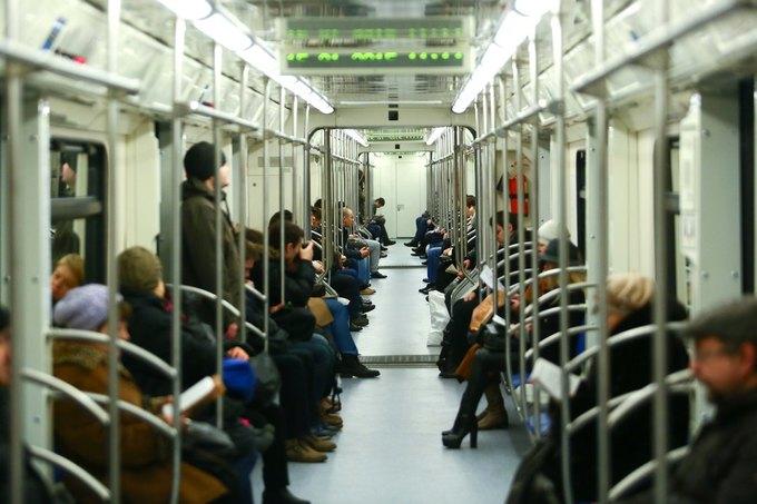 В метро запустили первый поезд сосквозным проходом между вагонами. Изображение № 1.