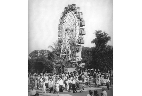 Колесо обозрения в Парке им. Горького, 1931 год. Изображение № 1.
