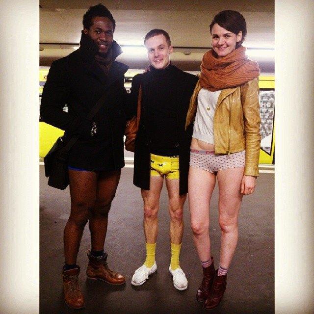 Флешмоб «В метро без штанов» в снимках Instagram. Изображение № 36.