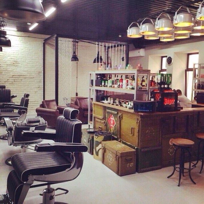 На Невском открылась мужская парикмахерская TopGun. Изображение № 1.