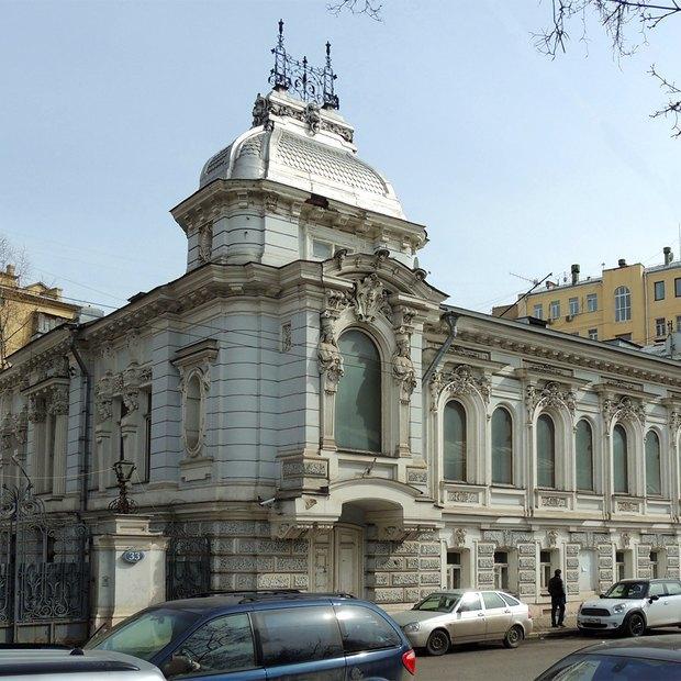 Обновлённая Пятницкая, рекордное застолье сфильмом «Горько!» ивторой «Город грехов». Изображение № 4.