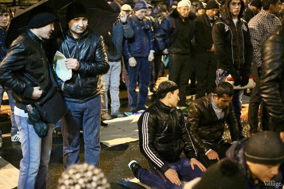 Люди в городе: Как отмечали Курбан-байрам в Москве и Петербурге. Изображение № 4.