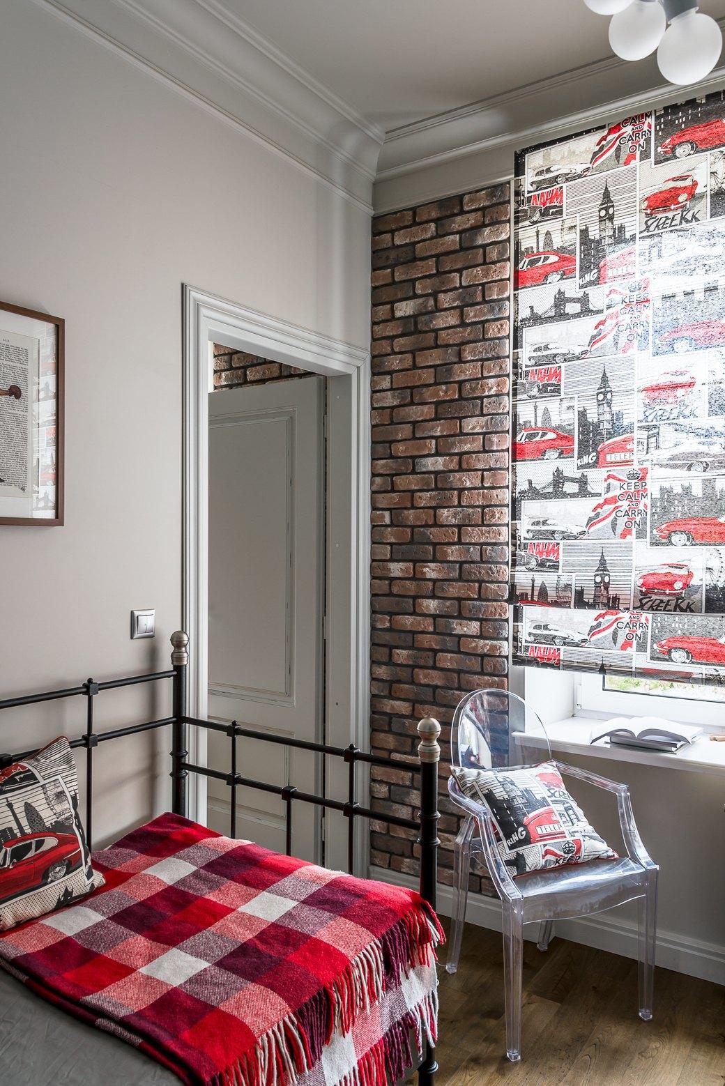 Квартира для молодой семьи скомиксом «Хранители» на стенах. Изображение № 14.