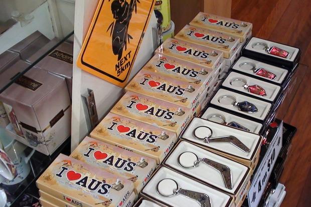 «В каждом городе есть сувениры с изображениями I Love Aus, I Love Australia, I Love Cairns, I love Sydney и прочие» . Изображение № 3.