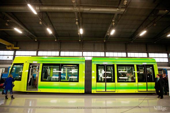 Яркие расцветки позволят заметить трамвай издалека. Изображение № 20.
