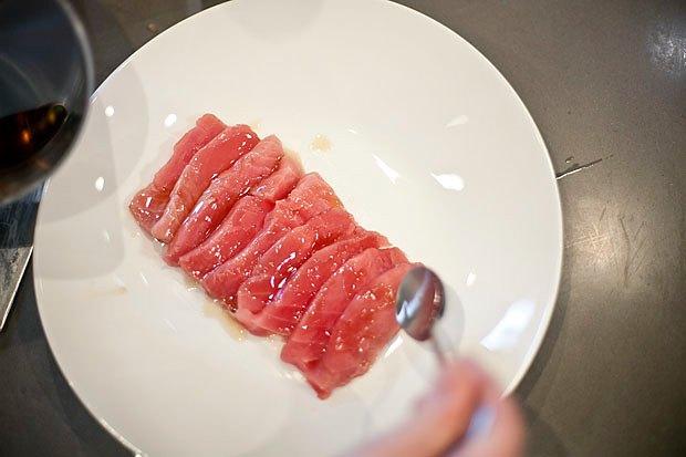 Шеф дома: Том ям и сашими из тунца Геннадия Иозефавичуса. Изображение № 92.