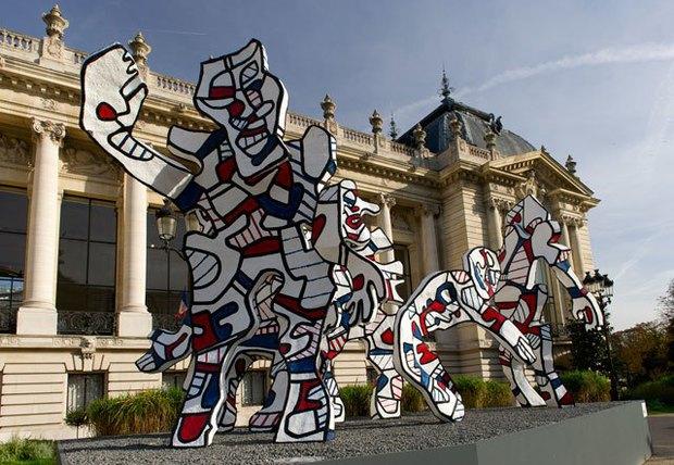 Скульптуры Жана Дюбюффе перед Petit Palais. Изображение № 1.