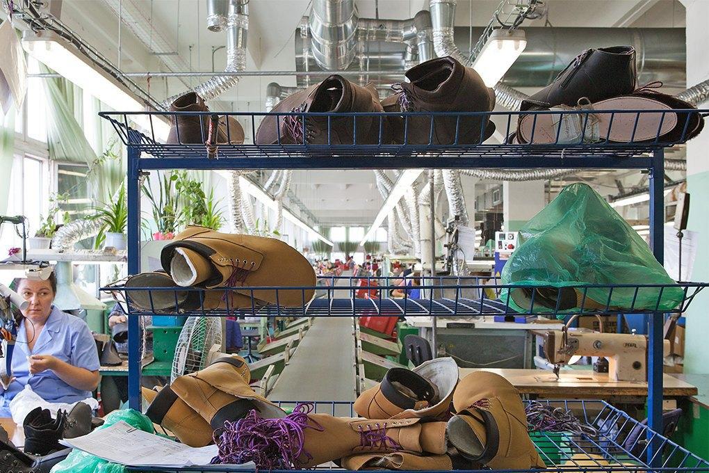 Производственный процесс: Как делают ботинки. Изображение № 12.