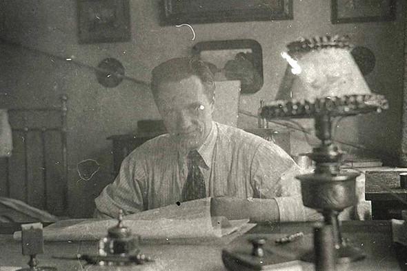 Николай Пилюгин дома, 1936 г.. Изображение № 10.