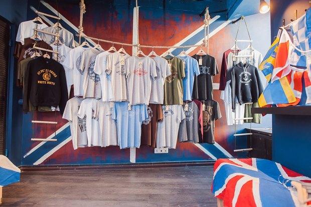 На Большой Морской открылся магазин одежды ссимволикой города. Изображение № 1.