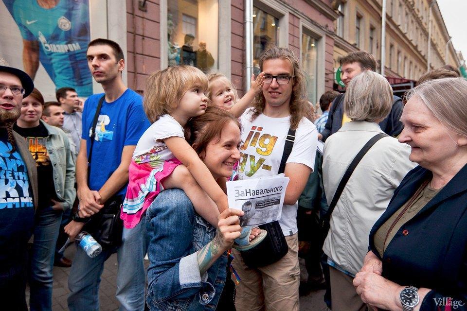 Фоторепортаж: «Народный сход» вподдержку Навального вПетербурге. Изображение № 21.