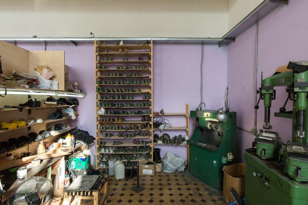 «Пришёл запрос от стилистов Леди Гаги»: Кто икак делает обувь вПетербурге. Изображение № 27.