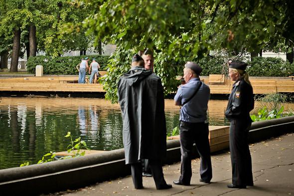 Полиция очень редко подходила к десантникам.. Изображение № 30.
