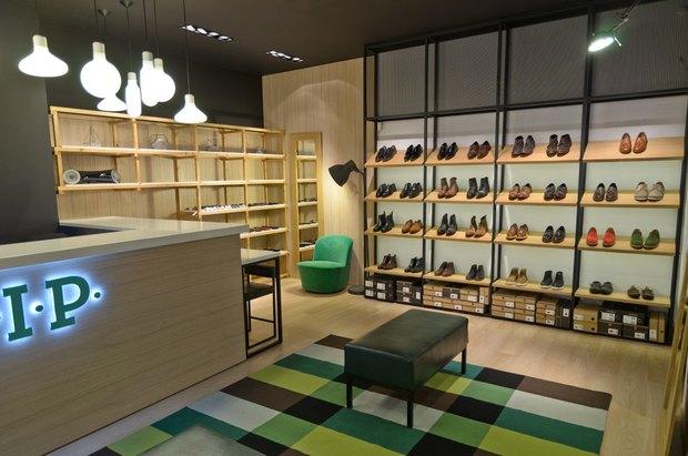 На Невском открылся магазин английской обуви . Изображение № 2.