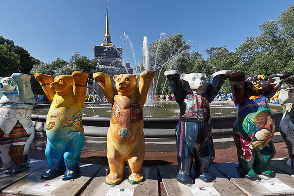 В Александровском саду выставили медведей United Buddy Bears. Изображение № 9.